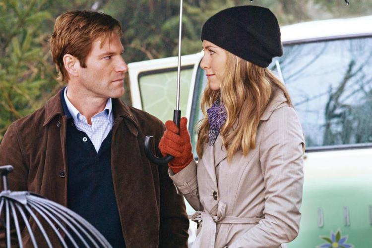 Dr. Burke Ryan (Aaron Eckhart) and Eloise Chandler (Jennifer Aniston) in the romantic drama 'Love Happens.'  (Kimberley French/ Universal Studios )
