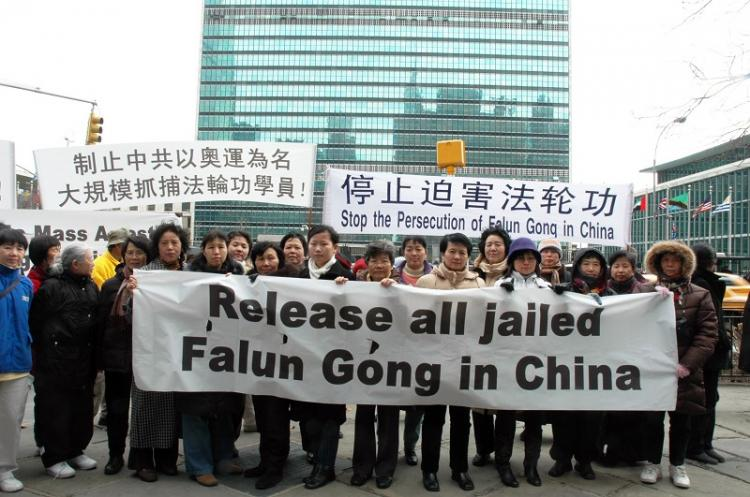 Falun Gong practitioners and supporters standing outside U.N. Headquarters to call on a stop of persecution of Falun Gong in China. (Li Qing/The Epoch Times)