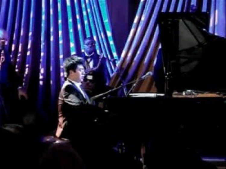 Lang Lang, a Chinese pianist, plays the piano at the White House on Friday, Jan. 21. The music he is playing is the theme song from an anti-American propaganda movie about the Korean War. (Screenshot taken from Youtube)