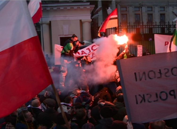 Supporters of Jaroslaw Kaczynski, twin brother to the Polish President Lech Kaczynski killed in the plane crash, stage a dramatic protest outside the Russian embassy in Warsaw, on April 9. This camp largely disagrees with how the current government has handled the investigation into the crash. (Tom Ozimek/The Epoch Times)