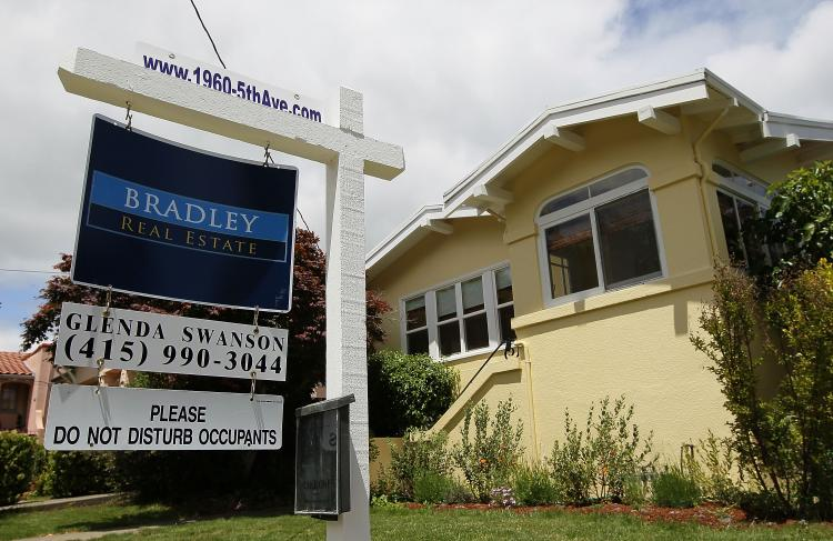 Mortgage rates again fell to record low levels during the week, according to Freddie Mac on Thursday. (Justin Sullivan/Getty Images)