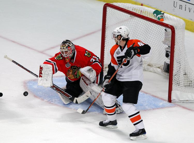 GOALTENDING WINS GAMES: Chicago's Antti Niemi rebounded with a 32-save performance against Philadelphia on Monday night. (Bruce Bennett/Getty Images)