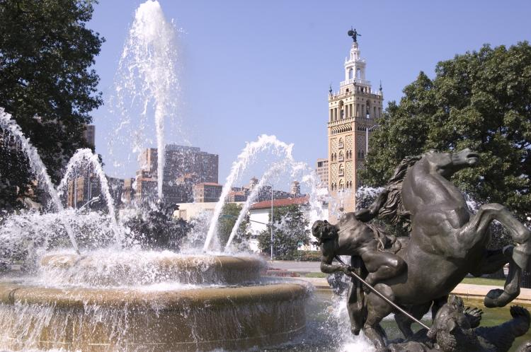 The City of Fountains, Kansas City Mo., welomes Shen Yun. (Cat Rooney/ The Epoch Times)