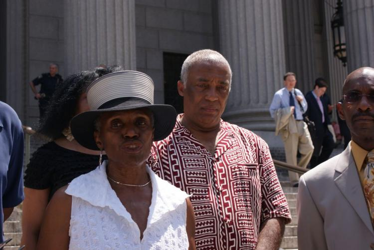 Viola Plummer (L), former employee of City Councilman Charles Barron (R) files lawsuit against City Council Speaker Christine Quinn in front the New York Supreme Court. (Diana Hubert/Epoch Times Staff)