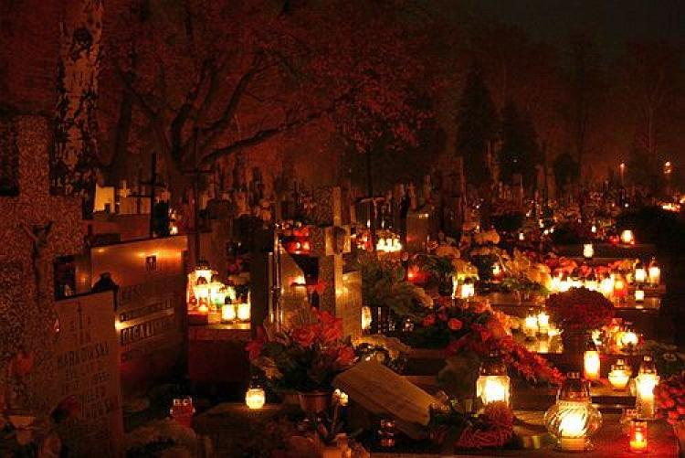 A Polish cemetery at night. (Doris Kowalski/The Epoch Times)
