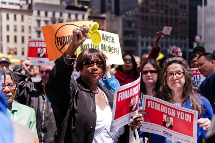 State workers protest furloughs at the 90 Center Street Federal Office Building in Lower Manhattan on Monday. (Aloysio Santos/The Epoch Times)