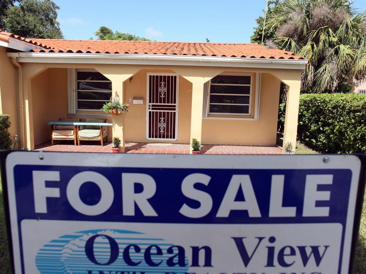 A 'For Sale' sign is seen in front of a home on October 21, 2009 in Miami, Florida.  (Joe Raedle/Getty Images)
