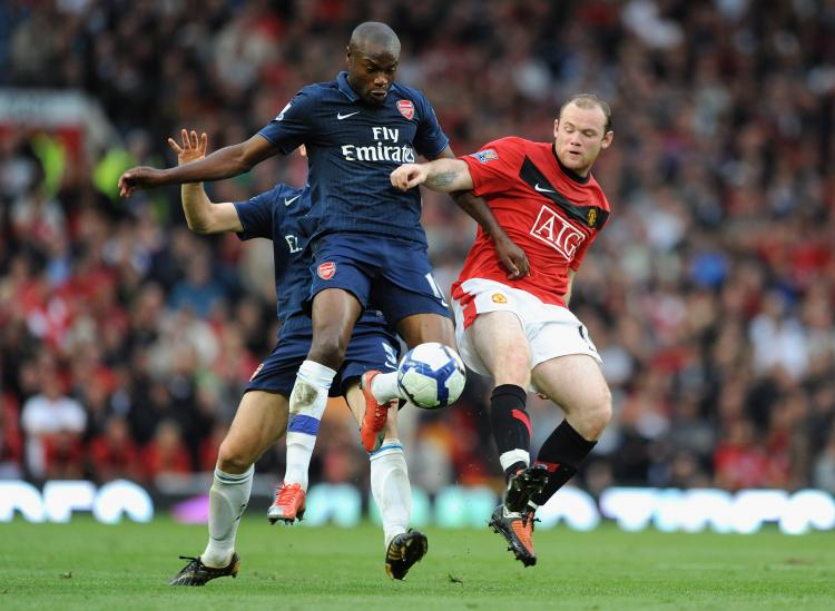 BIG FOUR BATTLE: Wayne Rooney (right) battles with William Gallas in Saturday's first Big Four encounter of the new Premier League season. (Laurence Griffiths/Getty Images)