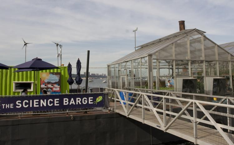 NATURE FRIENDLY FOOD: Science Barge, located at Riverside Park, is a model for New York rooftop agriculture. It offers a creative new way of food production that is efficient, fresh, and tasty. Yes, from rooftop.  (Helena Zhu The Epoch Times)