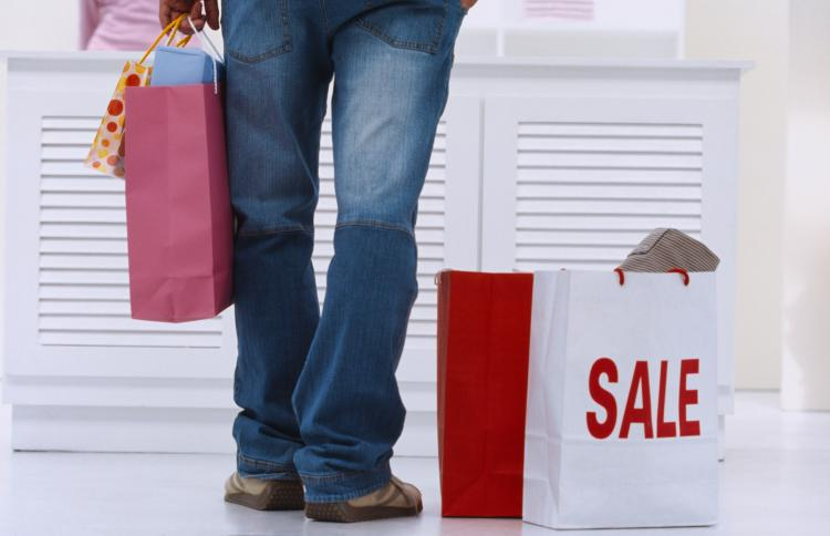 Canadian retailers will meet with a host of challenges in 2011 including Canadian consumers' savvier buying ways and potential shrinking purchasing power.  (Photos.com)