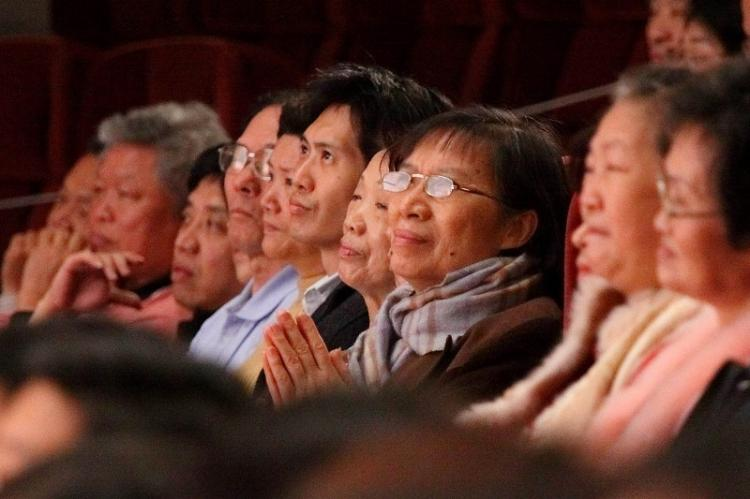Audience at the Divine Performing Arts 2009 World Tour premiere in Taipei captivated. (Wu Bohua/The Epoch Times)