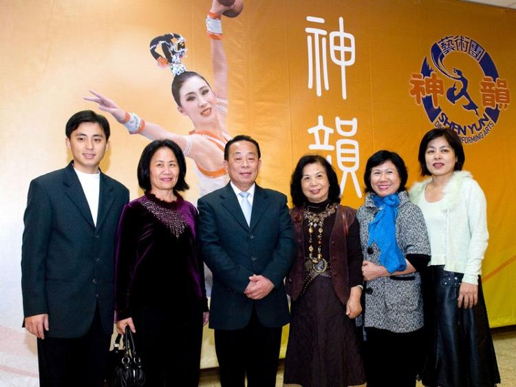 Hsu Jincheng (3rd from left), president of High Hand International Trading Co., accompanied five friends and family members to Divine Performing Arts performance in Taichung. (Tang Bin/The Epoch Times)