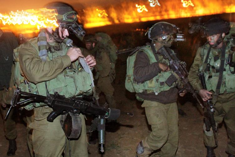 Israeli Defense Force troops mobilize on January 3, 2009 on the Gaza/Israel border. (Uriel Sinai/Getty Images)