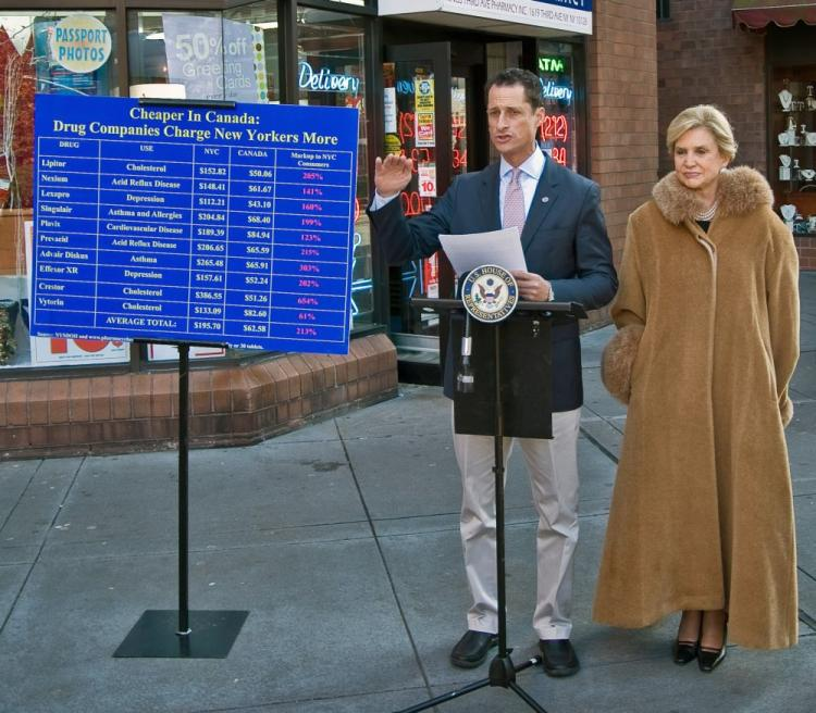 Rep. Anthony Wiener (L) and Rep. Carolyn Maloney released a study on Sunday that shows that drug companies are charging as much as 213 percent more for prescription drugs in New York than in Canada. (The Epoch Times)