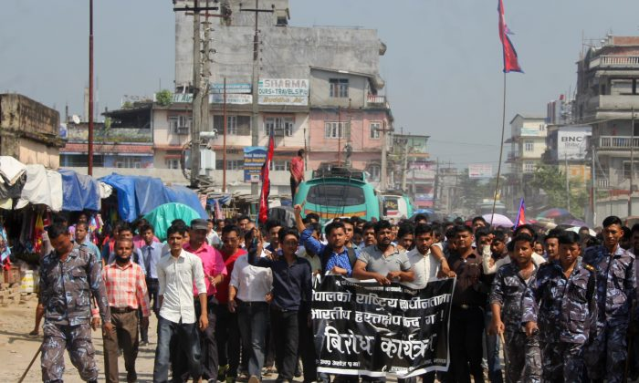 Nepalese student union activists take part in a protest against India at Kakarbhitta on the eastern Nepalese border with India on Sept. 30, 2015. (DIPTENDU DUTTA/AFP/Getty Images)
