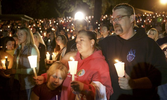 Denizens of Roseburg gather at a candlelight vigil for the victims of a shooting October 1, 2015 in Roseburg, Oregon. (Michael Lloyd/Getty Images)