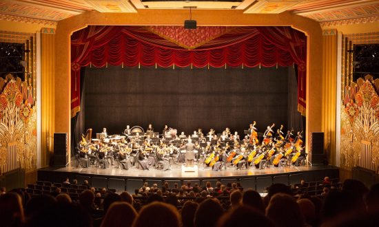 Shen Yun Symphony Orchestra Brings Joy to Museum Director and Family