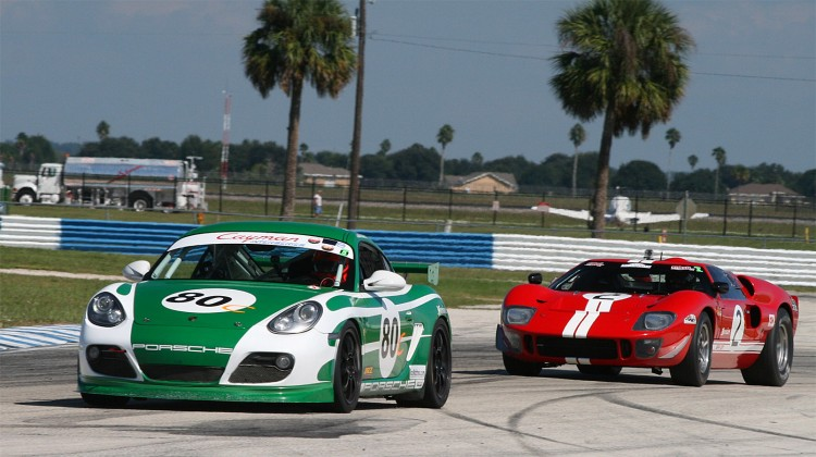 Dennis Olthoff's 1966 GT40 MkII chases Bill Riddell's 2009 Porsche Cayman. (James Fish/The Epoch Times)