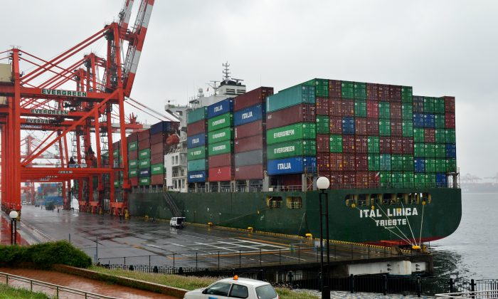 Shipping containers are loaded onto an international freighter at the international cargo terminal in Tokyo on May 21, 2014. (Yoshikazu Tsuno/AFP/Getty Images)