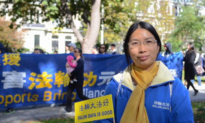 Dong Zhen shares her tale of imprisonment and torture in China for her practice of Falun Gong. She took part in a march through the streets of Toronto in support of others who have faced similar fates in China. (Matthew Little/Epoch Times)