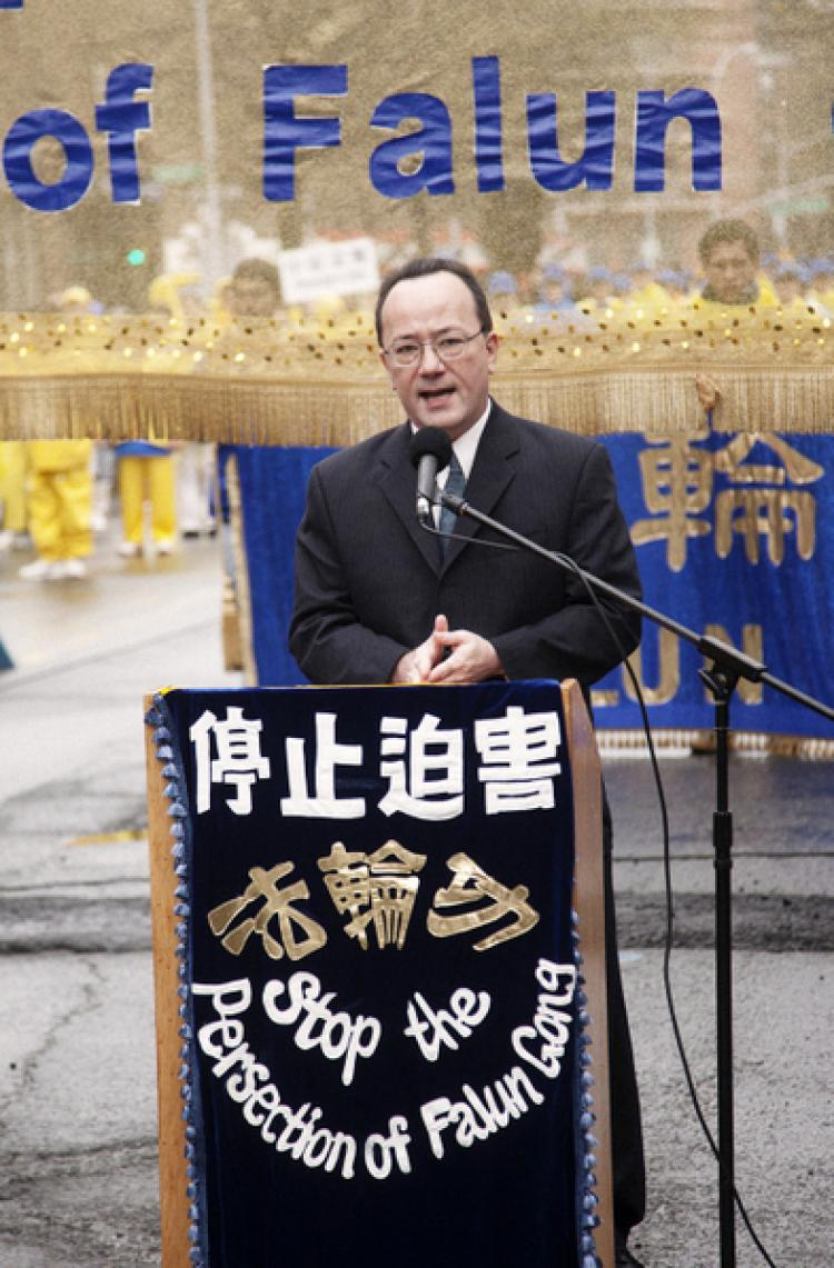 END THE PERSECUTION: John Kusumi, executive director of the China Support Network, speaks in Flushing on Saturday at a rally to end the persecution of Falun Gong in China. (Edward Dai/The Epoch Times)