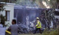 Small Plane Crashes Into Mobile Homes; 2 Catch Fire