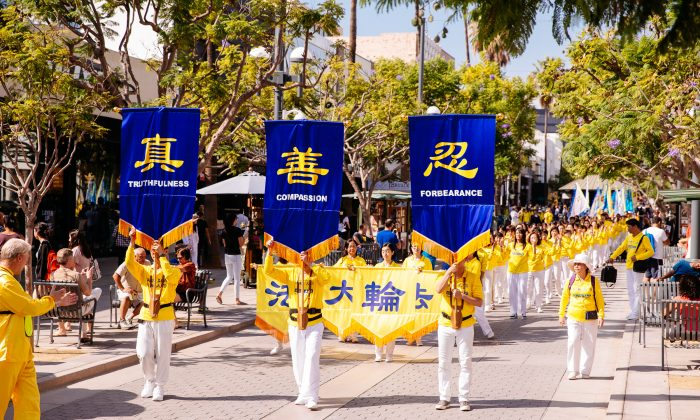 Falun Gong practitioners hold a parade near Santa Monica Pier in Los Angeles on Oct. 17, 2015. (Larry Dye/Epoch Times)