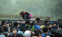 Thousands Rush Across as Croatia Opens Border With Serbia