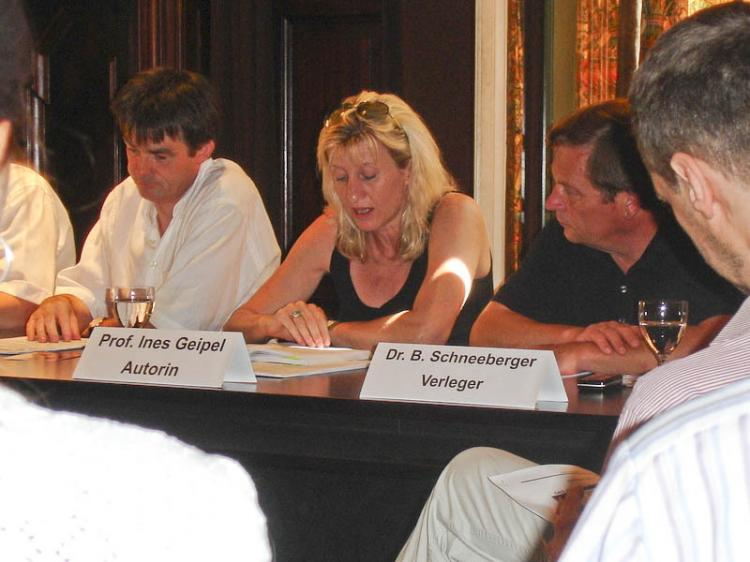 Moderator Andreas Petersen, Ines Geipel, and Bernhard Schneeberger (left to right) at the Berlin Literature House. (Renate Lilge-Stodieck/ETD)