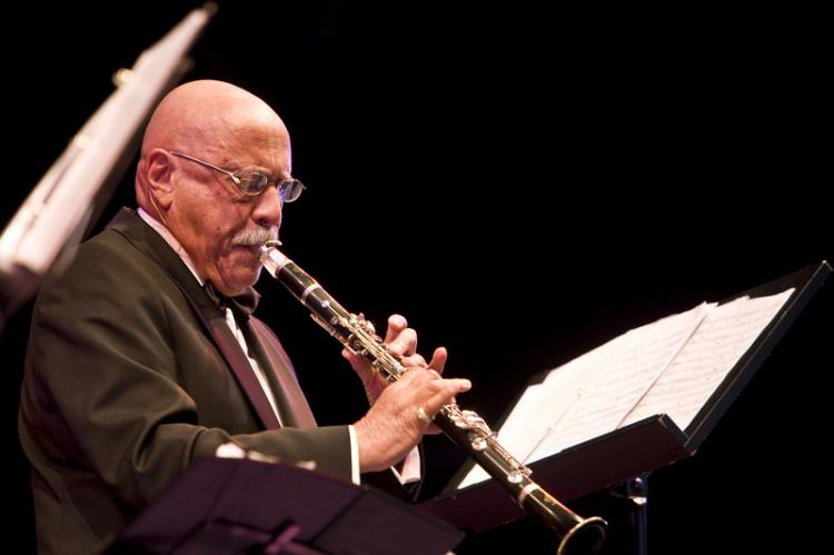 QUIET AND POWERFUL: Giora Feidman shares the language of his soul through his clarinet performance. (MATTHIAS KEHREIN/EPOCH TIMES)