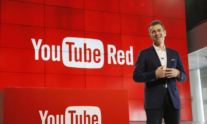 "Robert Kyncl, YouTube Chief Business Officer, speaks as YouTube unveils ""YouTube Red,"" a new subscription service, at YouTube Space LA Wednesday, Oct. 21, 2015, in Los Angeles. (AP Photo/Danny Moloshok)"