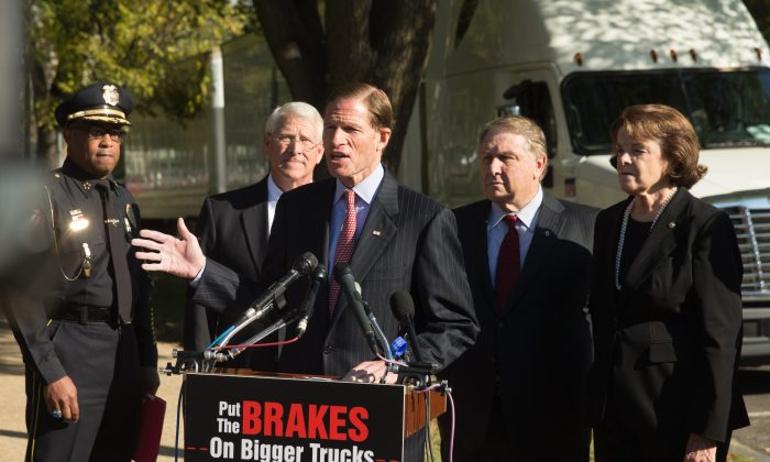 Sen. Richard Blumenthal (D-Conn.) (C), accompanied by, (L-R), Vicksburg, Miss. Police Chief Walter Armstrong, Sen. Roger Wicker (R-Miss.), International Brotherhood of Teamsters President James P. Hoffa, and Sen. Dianne Feinstein (D-Calif.), at a news conference on the West Front of the Capitol in Washington, D.C., on Oct. 21, 2015, to discuss bipartisan opposition to a federal mandate that would allow large trucks to pull double 33-foot trailers on the nation's highways. (AP Photo/Andrew Harnik)