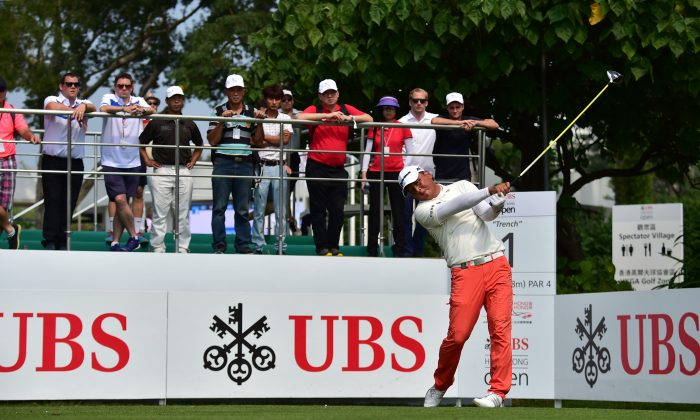 Lu Wei-chih of Taiwan continued his good form and goes into the weekend at 7 under par (133), drives off the 1st tee (his 9th) during the second round of the UBS Hong Kong Open 2015, at Fanling on Friday Oct 23, 2015. (Bill Cox/Epoch Times)