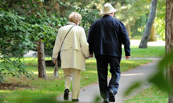 An elderly couple walks in le Touquet, northern France, on September 8 ,2013.   AFP PHOTO / PHILIPPE HUGUEN        (Photo credit should read PHILIPPE HUGUEN/AFP/Getty Images)