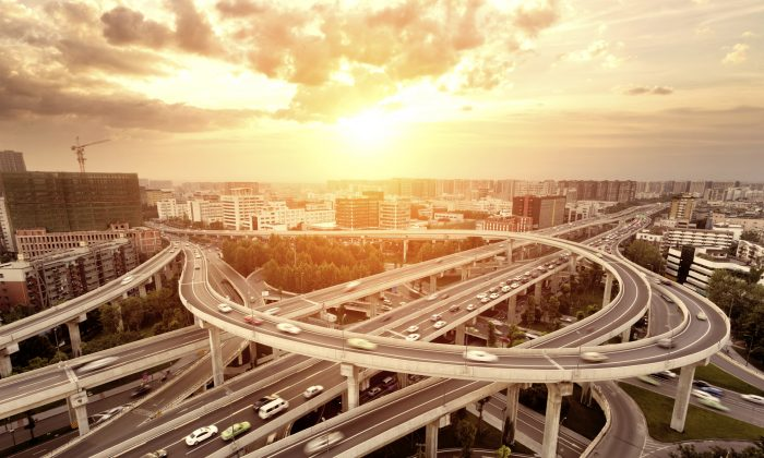 A complex highway intersection. (Zhudifeng/iStock)