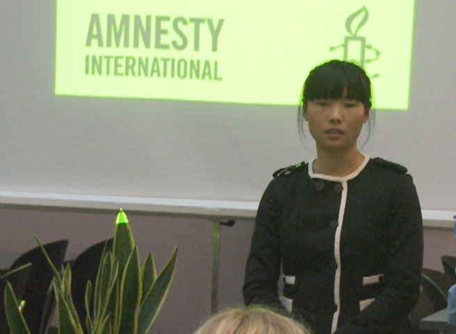 Jin Zhaoyu, daughter of Chen Zhenping, speaks at an Amnesty Internal meeting on human rights in China (Minghui.org)