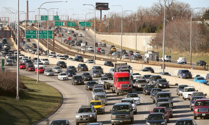 Traffic backs up on the Kennedy Expressway as commuters and holiday travelers try to get an early start on their Thanksgiving travel on Nov. 27, 2013, in Chicago, Illinois. (Scott Olson/Getty Images)