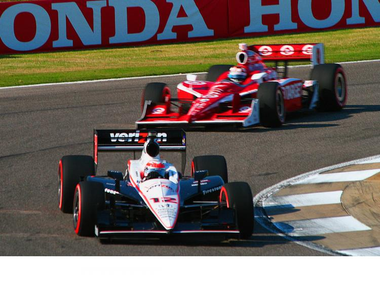 Scott Dixon pressed Power hard at the end but Dixon's tires didn't last. (James Fish/The Epoch Times)