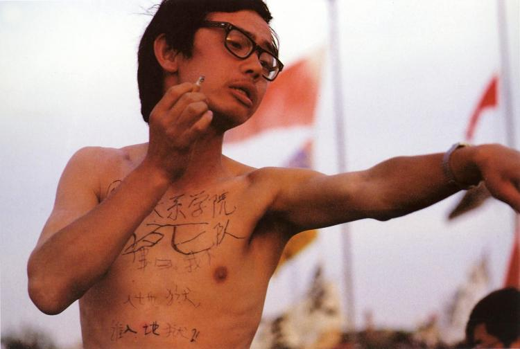 May 20th. A student from Beijing College of International Relations painted slogans on his body:Dare to die squad - Buddha says: if I dont go to hell who will.' (64memo.com)