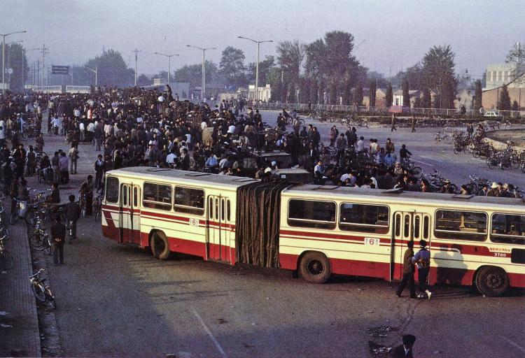 May 21st. A bus blocks a suburban road, stopping PLA convoy from entering Beijing. (64memo.com)