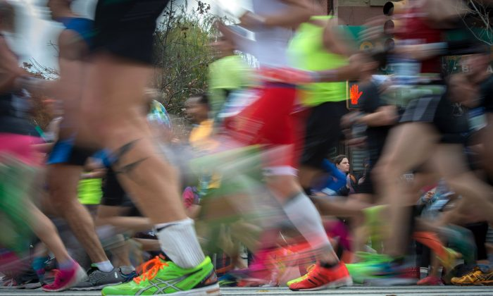 Runners compete in the New York City Marathon, Sunday, Nov. 1, 2015, in the Brooklyn borough of New York. (AP Photo/Bryan R. Smith)