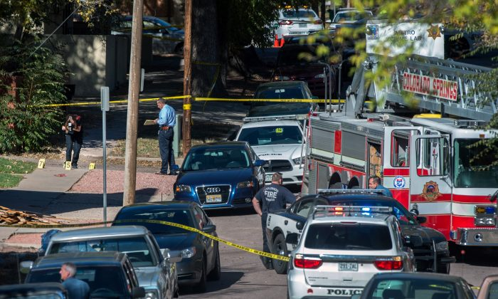 Police investigate the scene after a shooting Saturday, Oct. 31, 2015, in Colorado Springs, Colo. (Christian Murdock/The Gazette via AP)