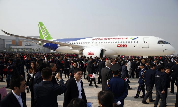 The Chinese regime unveils the C919, its first large passenger plane, in Shanghai on Nov. 2, 2015. The plane, constructed by the state-run Commercial Aircraft Corp of China, was built with the assistance of foreign companies. (STR/AFP/Getty Images)