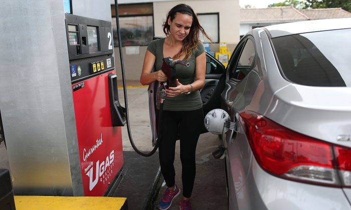 A costumer at a U-Gas station in Miami, Flo., on Oct. 19, 2015. (Joe Raedle/Getty Images)