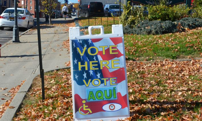 A sign outside a polling place in Middletown, N.Y., on Nov. 3, 2015. (Yvonne Marcotte/Epoch Times)