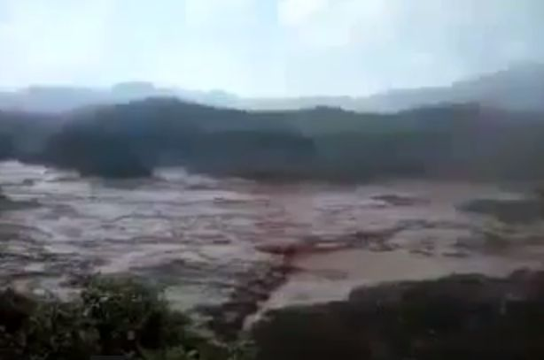 The dam broke in Mariana, Brazil (Screenshot/YouTube)