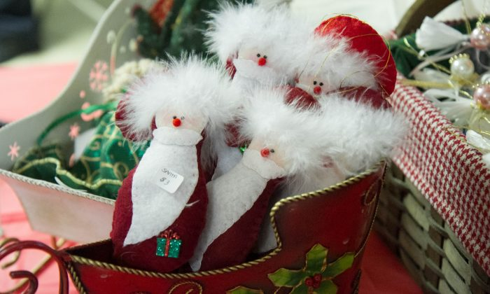 Cloth Santas in a sleigh at the Holiday Craft Fair of the Greenville United Methodist Church in Greenville on Nov. 7, 2015. (Holly Kellum/Epoch Times)