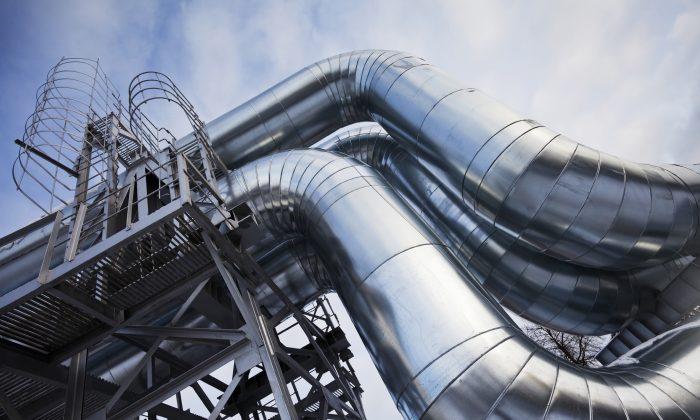 Oil pipelines. (Imantsu/iStock)