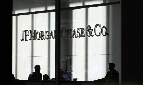 Trump Praises JP Morgan Chase for Telling Workers to Return to Office