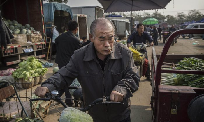 A Chinese pensioner shops at a local food market in Beijing, China, on Oct. 14, 2015. (Kevin Frayer/Getty Images)
